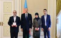 Prezident Milli Qəhrəman Çingiz Qurbanovun ailə üzvləri ilə görüşdü - FOTO