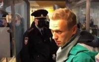 Aleksey Navalnı hava limanında saxlanılıb