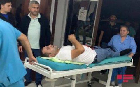 Bakıda avtomobil alverçisi olan 2 qardaş müştəri tərəfindən bıçaqlandı – FOTO