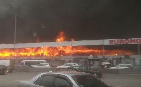 """""""EuroHome"""" bazarında malları yanan sahibkarların ürəyi getdi"""