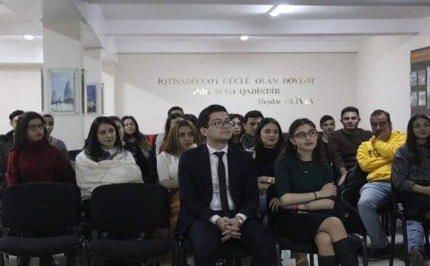 """""""Özünü ifadə və natiqlik"""" mövzusunda TƏLİM"""