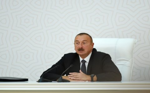 İlham Əliyev müxalif partiya sədrlərini təbrik etdi