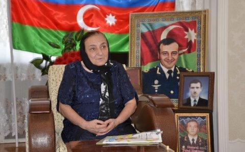 """""""İranın verdiyi mükafat bizə lazım deyil"""" — Polad Həşimovun anası medalı qaytardı"""