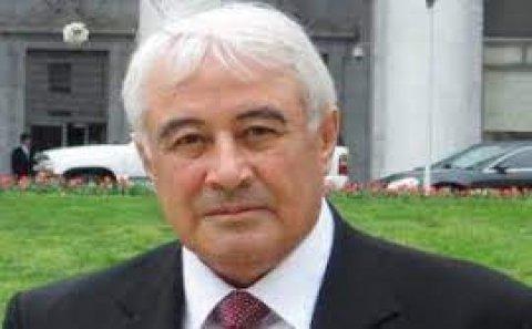 """""""Küçə söyüşləri səviyyəsində təhqirlər baş alıb gedir"""""""