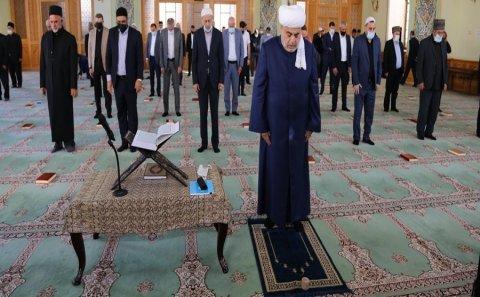Məscidlərimizdə şəhidlərin xatirəsi anılıb
