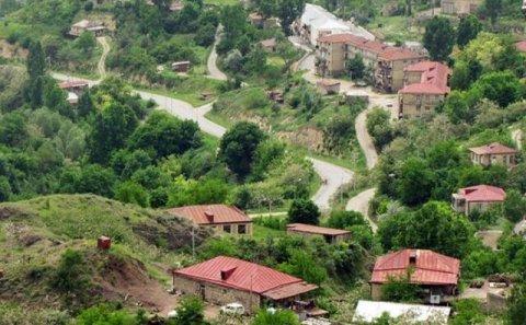 Rusiya Laçında ermənilərə yardım payladı